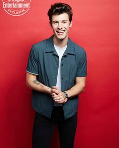 Shawn photographed by backstage at Shawn Mendes, Best Army, Lara Jean, Sexy Men, Husband, Instagram, Mens Tops, Muffin, Male Celebrities