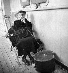 Departure of an old Jewish woman for Palestine. Piraeus, Voula Th. Benaki Museum, Museum Shop, Educational Programs, Documentary Photography, Historical Photos, Old Photos, Documentaries, Greece, Palestine