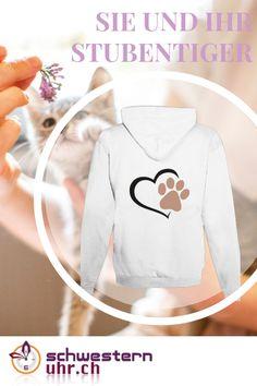 """Zeige jetzt deine Liebe zu deiner Katze mit unseren flauschigen Hoodies für Katzenhalter. Diese Sweatjacke hält dich auch in der kühleren Jahreszeit schön warm. Diese peppige Jacke mit Kapuze kommt immer gut an und spendet am Morgen, während den Pausen oder der Nachtwache die nötige Wärme. Hoodie """"Katze"""" jetzt bei schwesternuhr.ch bestellen! Ohne Versandkosten. Schweizer Unternehmen. #schwesternuhrch #katzenliebe #hoodie #sweatjacke #katzen Tiger, Social Media Tips, Basel, Lifestyle, Sweatshirts, Sweaters, Fashion, Fashion Styles, Comfortable Work Shoes"""