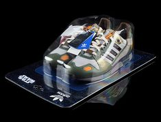 Say what!? Awesome shoe, innovative packaging - but it's just a clamshell!