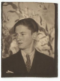 HANDSOME TEEN BOY IN SUIT PHOTOBOOTH OLD VINTAGE PHOTO/SNAPSHOT-G2349
