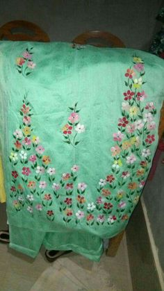 25 Ideas flowers painting pattern one stroke for 2019 Fabric Painting On Clothes, Fabric Paint Shirt, Fabric Art, Embroidery Suits Design, Flower Embroidery Designs, Flower Tattoo Designs, Hand Painted Sarees, Hand Painted Fabric, Hand Embroidery Videos