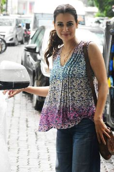 Bollywood fashion Dia Mirza looked adorable in her blue floral top and denims. Bollywood Saree, Bollywood Fashion, Bollywood Actress, Casual Dresses, Casual Outfits, Fashion Outfits, Dia Mirza, Tunic Designs, Beautiful Indian Actress