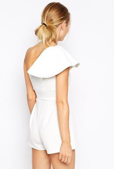 White One-shoulder Ruffle Slim Jumpsuit Classy Outfits, Cool Outfits, Fashion Outfits, Minimal Chic, Minimal Fashion, Outfits Fiesta, Ruffle Jumpsuit, Playsuit, Casual Chic