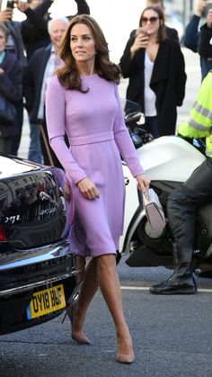 Kate Middleton Repeats a Favorite Dress in a Surprising Shade The Duchess of Cambridge, Kate Middleton, relied upon a wardrobe favorite from Emilia Wickstead in London. Princesse Kate Middleton, Kate Middleton Prince William, Kate Middleton Outfits, Kate Middleton Style, Winter Outfits, Casual Outfits, Work Outfits, Pantyhosed Legs, Princesa Kate