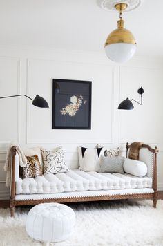 A living room is the central point of your home that needs a nice design.with these wall decor ideas for your living room, enhance the mood of your home. My Living Room, Home And Living, Living Room Decor, Living Spaces, Small Living, Daybed In Living Room, Dining Room, Barn Living, Country Living