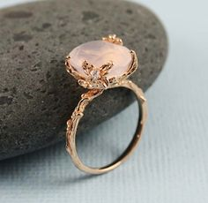 Lovely rose quartz set in rose gold.♡➳ Pinterest: miabutler ♕☾♡