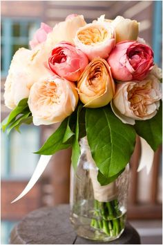 Multi Color Floral Arrangement - How to style flowers with little fuss My Flower, Pretty Flowers, Fresh Flowers, Flowers Vase, Flower Colors, Deco Floral, Beautiful Roses, Bouquets, Floral Arrangements