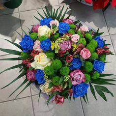Λουλούδια Μπουκέτο • Ανακάλυψε  τώρα το δικό σου  Αγοράστε μπουκέτα λουλουδιών για γιορτή ή γενέθλια και στείλτε ευχές για Χρονιά Πολλά σε ονομαστική εορτή και ευχηθείτε στους αγαπημένους σας.