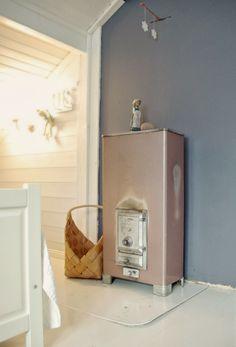 Tarja's Snowland Blog / heating stove / porin matti kamiina / renovated / bedroom / rintamamiestalo / scandinavian home / scandinavian house