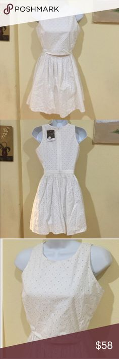 TOPSHOP  white classic eyelet dress New with tag , connected at the back but in the front it looks like the skirt is connected by 2 buttons , super cute , size 2, cotton 🌟REASONABLE OFFeRS ACCEPTED🌟 Topshop Dresses Midi