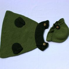 Green Set for Baby Girls-Beautiful knitted set for 2-3 year old baby girls made of green yarn. It is consisted of a tunique (dress) and a cute hat with a decorative button.