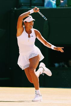 Garbine Muguruza defeats former world number one and fifth seed Caroline Wozniacki, Wta Tennis, Lawn Tennis, Sport Tennis, Wimbledon, Foto Sport, Tennis World, Ana Ivanovic, Tennis Players Female, Tennis Championships