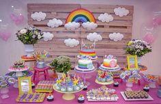 Mesa linda. Festa Arco-íris!