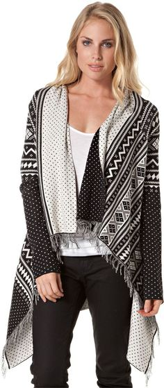 Like wearing a blanket? Yes, please! I think this will cover a feasting baby face as well!