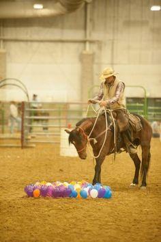 """Un obstacle """"juste"""" constitué de petits ballons qui bougent et peuvent claquer sous les pieds. Balloon Obstacle, Courtesy of Sidewinder Media"""