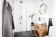 Exposed Brick, Distressed Wood, And Modern Concepts 24 как е отделен душа