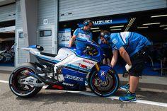 Team-Suzuki-Ecstar-Sachsenring-German-Grand-Prix-MotoGP-2015-Tony-Goldsmith-670.jpg (2000×1331)