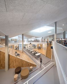 At Skovbakken in Odder, near Aarhus in Denmark, students and teachers welcome their new school. A school that, in addition to being the biggest investment. Lobby Design, Atrium Design, Library Architecture, Interior Architecture, Interior Design, Interior Office, Modern Library, Learning Spaces, Aarhus