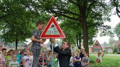 Scholieren ontwerpen verkeersborden - emmen.nu - Nieuws - Regio