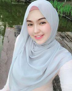 Beautiful Hijab Girl With Cute Cheeks - Setahunbaru Beautiful Hijab Girl, Beautiful Muslim Women, Beautiful Lips, Arab Girls Hijab, Muslim Girls, Hijabi Girl, Girl Hijab, Moslem, Simple Hijab