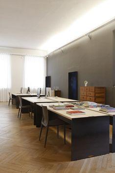 Architect Federico Delrosso designed his new studio in Milan Interior Architecture, Interior Design, Commercial Design, Italian Style, Minimalism, Modern, Table, Furniture, Milan Italy
