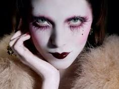 That's really pretty in a creepy way...makeup