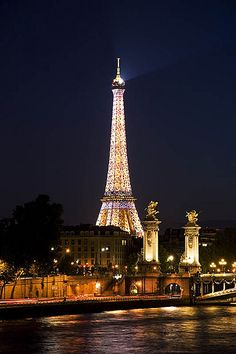 Eiffel Tower at Night. What a beautiful night in Paris to spend wishing you sweet dreams and spending time with you. A truly beautiful photo of the eiffel tower. Best Vacation Destinations, Vacation Places, Best Vacations, Torre Eiffel Paris, Paris Eiffel Tower, Eiffel Towers, Eiffel Tower At Night, Belle Villa, I Love Paris