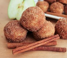Apple Cinnamon Baked Doughnut Holes - Domesticate ME Donut Recipes, Apple Recipes, Fall Recipes, Dessert Recipes, Cooking Recipes, Brunch Recipes, Baked Doughnut Holes, Baked Doughnuts, Donut Holes