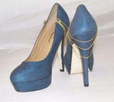 Schuhe mit Goldkettchen