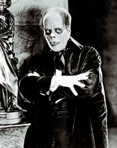 """Lon Chaney as Erik/The Phantom in """"The Phantom of the Opera"""" 1925 Silent Film. The horror! Horror Vintage, Retro Horror, Horror Icons, Horror Art, Scary Movies, Old Movies, Plane Movies, Scary Characters, Laurent Durieux"""