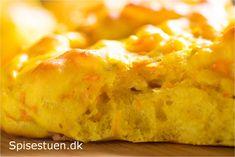 Skønne gyldne boller til teen-pigens madpakke i næste uge :-) De fleste ryger direkte på frost – lidt af dem bliver spist i dag.Jeg tagerfå op ad gangen. Så er der altid frisk brød i køkken…