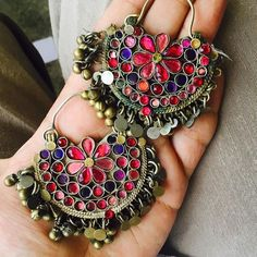 Chandbalis - Earrings that'll suit whichever look you don. Indian Jewelry Earrings, Cute Jewelry, Jewelery, Jewelry Accessories, Women Jewelry, Antique Jewellery Designs, Antique Jewelry, Jewelry Design, Trendy Fashion Jewelry