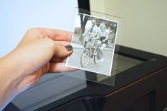 How to Remove a Photo Stuck to Picture Frame Glass Floating Picture Frames, Glass Picture Frames, Diy Photo, Photo Tips, Photo Ideas, Photo Craft, Old Pictures, Time Pictures, Photo Repair