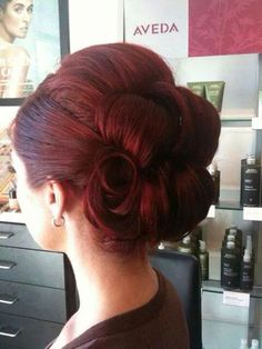 Wow...I may cry. I think I just found the perfect hair for my wedding day...vintage elegance...