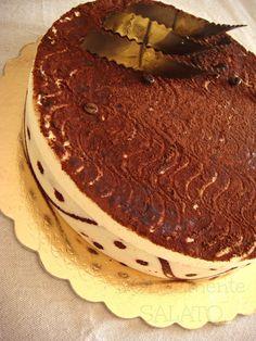 Questa è una buonissima torta tiramisù preparata diversi mesi fa per il compleanno di mio marito festeggiato nella nuova casa. Una tort...
