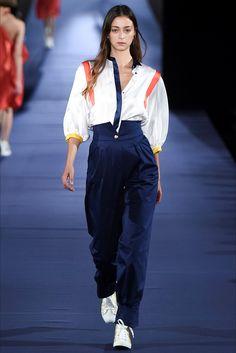 Guarda la sfilata di moda Alexis Mabille a Parigi e scopri la collezione di abiti e accessori per la stagione Collezioni Primavera Estate 2017.