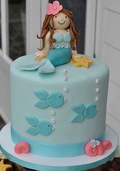 Mermaid cake and cupcake tower. Pretty Cakes, Cute Cakes, Beautiful Cakes, Mermaid Cupcakes, Blue Cupcakes, Fairy Cupcakes, Pretty Mermaids, Sea Cakes, Bridal Shower Cakes