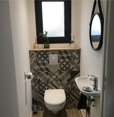 The best and easiest victorian cloakroom ideas to inspire you Small Downstairs Toilet, Small Toilet Room, Downstairs Cloakroom, Bathroom Floor Tiles, Bathroom Toilets, Toilet Room Decor, Wc Decoration, Toilet Closet, Bathroom Installation