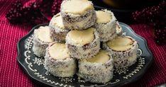 Fehér csokis hólabda recept képpel. Hozzávalók és az elkészítés részletes leírása. A Fehér csokis hólabda elkészítési ideje: 75 perc Confectionery, Coco, Cake Recipes, Cheesecake, Muffin, Paleo, Food And Drink, Xmas, Sweets