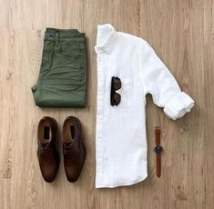 Olive jeans with a brown shoes ! + A nice white shirt 😍 More than amazing gri. Mens Style Guide, Men Style Tips, Mode Man, Olive Jeans, Casual Outfits, Men Casual, Casual Chic, Casual Attire, Man Style Casual
