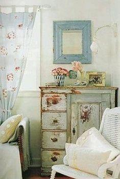Nice 99 Cute Shabby Chic Farmhouse Living Room Design Ideas. More at http://www.99homy.com/2018/02/26/99-cute-shabby-chic-farmhouse-living-room-design-ideas/ #shabbychiclivingroom