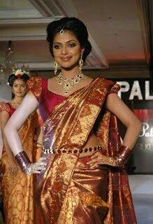 How am i in saree - Amala Paul -