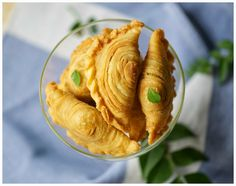 Akhirnya berhasil juga buat Curry puff ini, orang Medan menyebutnya Kari pok. Ini adalah percobaan keempat membuat makanan asli Malays...