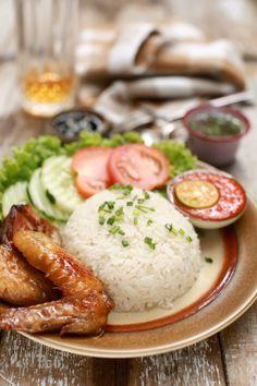 Assalamualaikum   Nasi Ayam Singapura.. Ita masak nasi ayam ni beberapa hari yang lalu, tak sempat-sempat ita nak kongsikan dalam blog ak...