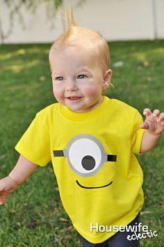 DIY Halloween costume using custom heat transfer Minion Theme, Minion Birthday, Birthday Shirts, Diy Minion Costume, Minion Photos, Minion Card, Minion Shirts, Kids Party Themes, Party Ideas