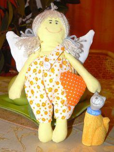 Milá dekorácia do izby. Material 100%bavlna, vyplnený je polyesterovým rúnom. Možnosť ušiť aj v inom farebnom prevedení. Vhodné aj pre menšie deti do izbičky dá sa zavesiť Veľkosť: cca 22 cm Dinosaur Stuffed Animal, Textiles, Sewing, Toys, Handmade, Animals, Activity Toys, Dressmaking, Hand Made