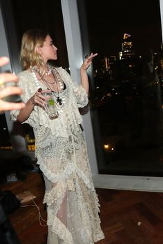 Mary-Kate and Ashley Olsen Dance the Night Away at Katy Perry's Met Gala Aft. - Celebrity Style Box: Celebrity Style Fashion and Latest Trends Ashley Olsen Style, Olsen Twins Style, Ashley Mary Kate Olsen, Olsen Fashion, Trendy Fashion, Boho Fashion, Celebrity Style Casual, Trendy Style, Boho Outfits