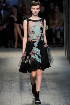 La robe brodée du défilé Antonio Marras à Milan
