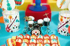 Festinha infantil, Tema música, Caraminholando